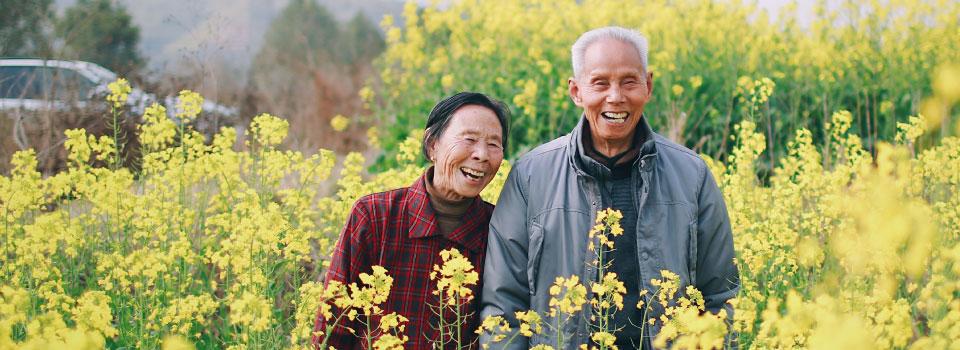 Homepage-slider-diverse-senior-farmers-flower-field-960x350